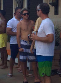 Niall Horan heads to Las Vegas with Zayn Malik to celebrate his 21st birthday with some shirtless partying - PICS